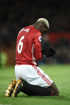 World Soccer News One Love Manchester United, Paul Pogba Manchester United, Manchester United Players, Major League Soccer, Football Players, Man Utd Pogba, Pogba Wallpapers, Match Of The Day, Fifa Football
