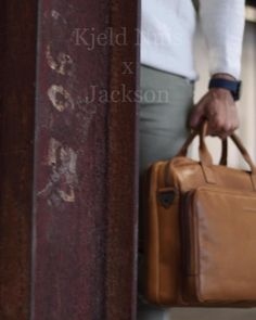 This spacious leather laptop bag is made of high-quality Wax Pull Up leather. The bag is suitable for laptops up to 15.6 inches and comes with an adjustable shoulder strap. Therefore it is a super bag to use for your work. It complete your business outfit Leather Laptop Bag, Laptop Bags, Leather Bag, Business Outfits, 6 Inches, Messenger Bag, Laptops, Shoulder Strap, Jackson