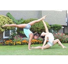 double person yoga poses #partneryoga Acro Yoga Poses, Partner Yoga Poses, Dance Poses, Group Yoga Poses, Yoga Bewegungen, Yoga Dance, Yoga Flow, Yoga Art, Yin Yoga