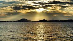 16 Sept. 17:51 博多湾夕暮れのレンブラント光線です。 Rembrandt ray ( Evening Now at Hakata bay in Japan)