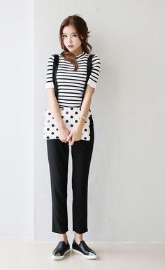 Black and white match makes dope look. #kfashion #korea #seoul #streefashion #store
