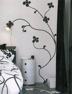 Painted flowers: Painted flowers on the wall