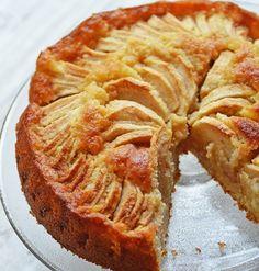 pommes, frangipane, gâteau aux pommes, poudre d'amande, rhum brun, extrait d'amande, gelée de pommes,