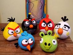 18 ideas angry bird crafts for kids Polymer Clay Animals, Polymer Clay Crafts, Diy Clay, Bolo Angry Birds, Festa Angry Birds, Kids Crafts, Diy And Crafts, Clay Keychain, Fondant Animals