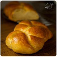 """One of the most famous breads in the bakery world is the """"Brioche"""", a sweet, fluffy and juicy bread with a magnificent butter flavor. No Knead Bread, Pan Bread, Bread Cake, Authentic Mexican Recipes, Mexican Food Recipes, Donuts, Savory Scones, Bread Machine Recipes, Our Daily Bread"""