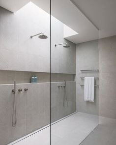 One tile bathrooms not your thing? Want to create interest while still maintaining a cohesive and timeless design? There's a range of ways to create WOW factor other than using contrasting tile colours. Coastal Bathrooms, Small Bathroom, Master Bathroom, Stone Bathroom, Textured Tiles Bathroom, Bathroom Niche, Concrete Bathroom, Neutral Bathroom, Luxury Bathrooms