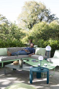 Combo Design is officieel dealer van Fermob ✓ Jouw tuinverlichting van Fermob makkelijk te bestellen ✓ Gratis verzending (NL) ✓ Snelle levertijd Lounge, Outdoor Furniture Sets, Outdoor Decor, Modern, Design, Home Decor, Airport Lounge, Drawing Rooms, Trendy Tree