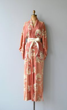 Vintage 1950s muted coral silk kimono with vignette floral motif. ✂-----Measurements fits like: one size length: 55 brand/maker: n/a condition: some faded areas, priced as is, still so gorgeous! to ensure a good fit, please read the sizing guide: http://www.etsy.com/shop/DearGolden/policy ✩ visit the shop ✩ http://www.DearGoldenVintage.etsy.com