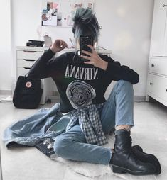 i still have a few pics with my old hair 😅 Grunge Outfits, Edgy Outfits, Cute Casual Outfits, Fashion Outfits, Fashion Mode, Dark Fashion, Grunge Fashion, Korean Fashion, Grunge Style