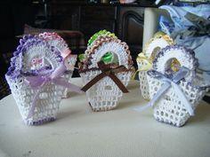 Bonbonnière Baptême Crochet Home Decor, Crochet Crafts, Crochet Projects, Unique Baby Shower Gifts, Baby Shower Favors, Communion, Diaper Wreath, Crochet Butterfly, Book Crafts