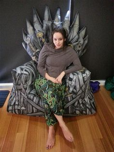 Iron Throne Bean Bag - awesome! http://www.serieslyawesome.tv/2014/art/iron-throne-bean-bag/