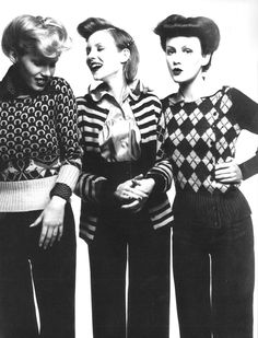Sweaters - Vogue Paris, Aug 1972