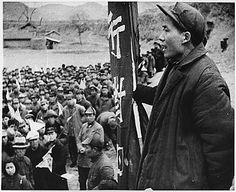 Mao Zedong speaks to his followers, 1944