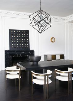 KELLY WEARSTLER | LARGE CUBIST CHANDELIER. The three-dimensional geometric sculptures utilize the interplay between light and shadow. Ideal for large living spaces with high ceilings. #RoundChair