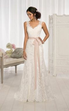 Love the Bow and Traditional Sweetheart Neckline of this Dress