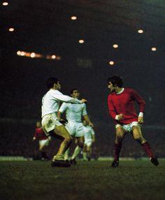Manuel Sanchís padre y George Best. Manchester United - Real Madrid, 1968.