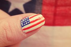 Video Tutorial: Get ready for Independence day with 5 Patriotic Nail Designs