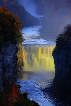 Letchworth State Parks middle falls on the Genesee River, New York