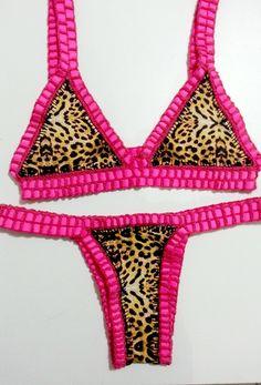 Biquíni de crochê (Dupla face) Crochet Fabric, Crochet Doilies, Crochet Top, Swimsuits, Swimwear, Simply Beautiful, My Outfit, Crochet Bikini, Beachwear