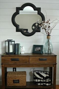 Wall Entryway Reveal Hometalk :: DIY Plank Wall Entryway Reveal >>>seems fairly straightforward but oh so effective! So beautiful.Hometalk :: DIY Plank Wall Entryway Reveal >>>seems fairly straightforward but oh so effective! So beautiful. Sofa Table Decor, Decoration Table, Entrance Table Decor, Room Decorations, Passion Deco, Entry Tables, Console Tables, Sofa Tables, Black Entry Table