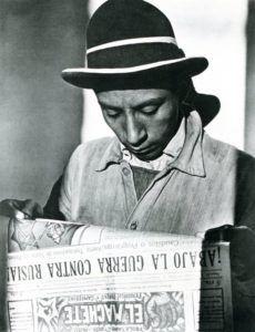 T. MODOTTI (1896-1942), Paysan lisant El Machete, 1927