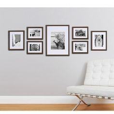 Fotomuur van 7 houten fotokaders | Fotowand walnoot kleur