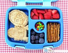 Checking Out the Bentgo Kids Box - Kinder Mittagessen Bento Box Lunch For Kids, Kids Packed Lunch, Kids Lunch For School, Lunch Snacks, Lunch Ideas, School Lunches, Bento Ideas, Healthy Snacks, Food Ideas