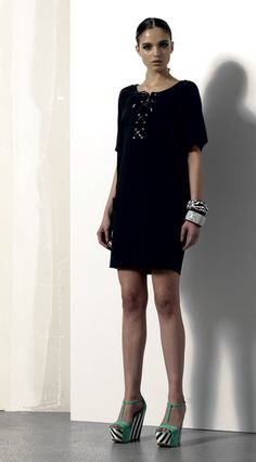 Look 04 . 357 Abito / Dress . 2203 Bracciale / Bracelet . 2205 Bracciale / Bracelet . 203P Scarpa / Shoes