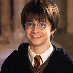 The new Harry Potter? JK Rowling to pen film series based on her wizarding world Daniel Radcliffe Harry Potter, Harry Potter Theories, Harry Potter Characters, Fans D'harry Potter, Potter Facts, Tumblr Hipster, Harry Potters Sohn, Voldemort, Drarry