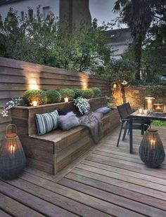 Outdoor lighting ideas for backyard, patios, garage. Diy outdoor lighting for front of house, backyard garden lighting for a party Design Exterior, Interior Exterior, Patio Design, Modern Exterior, Room Interior, Roof Terrace Design, Exterior Windows, Colonial Exterior, Bungalow Exterior