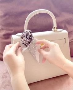 Ways To Wear A Scarf, How To Wear Scarves, Best Friend Gifts, Gifts For Friends, Scarf On Bag, Gucci Jackie Bag, Lace Beach Wedding Dress, Girl Life Hacks, Celine Bag