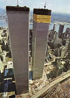 World Trade Center / The Twin Towers - Manhattan, New York / Vereinigte Staaten von Amerika / United States of America / USA World Trade Center Nyc, World Trade Towers, Trade Centre, 11 September 2001, New York City, Vintage New York, City That Never Sleeps, Concrete Jungle, Under Construction
