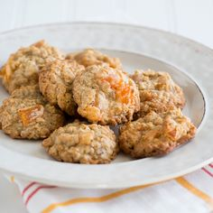Best batch of oatmeal cookies are made with dried apricots. This easy oatmeal apricot cookie will be loved by everyone.