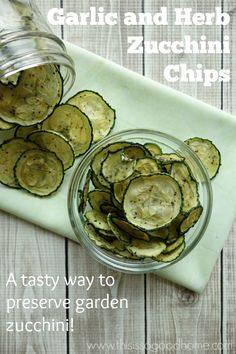 Garlic and Herb Zucchini Chips are a tasty way to preserve your zucchini harvest. Savory from the garlic and herbs and slightly sweet from the… Dehydrated Zucchini Chips, Dehydrated Food, Dehydrated Vegetables, Yummy Eats, Yummy Yummy, Yummy Food, Tasty Recipe, Delicious Recipes, Low Carb Chips