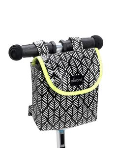 L 'accessoire du jour and… Bicycle Panniers, Bicycle Bag, Pochette Portable, Neon Bag, Diy Sac, Couture Sewing, Little Bag, Sewing For Kids, Diaper Bag