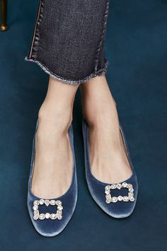 Blue velvet flat with crystal embellishments Cute Shoes, Me Too Shoes, Fashion Shoes, Fashion Accessories, Mocassins, Street Style, Shoe Closet, Blue Velvet, Mode Style