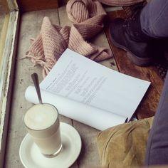Drehbuch lesen mit Chai Latte #nathanja&heinrichs #berlin #neukölln