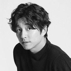 Gong Yoo Smile, Yoo Gong, Goblin Korean Drama, Korean Drama Best, Asian Actors, Korean Actors, Goong Yoo, Goblin Gong Yoo, Park Hyung
