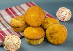 Jogurtové muffiny Ale, Cooking Recipes, Cupcakes, Breakfast, Food, Basket, Morning Coffee, Cupcake, Eten