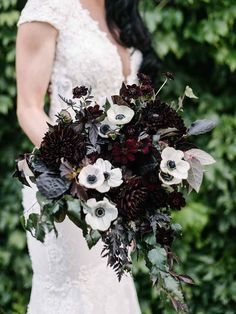 15 Fall Wedding Bouquet Ideas and with what flowers they .- 15 Fall Wedding Bouquet Ideas and with what flowers they are made - Dahlia Wedding Bouquets, Dahlia Bouquet, Fall Bouquets, Fall Wedding Flowers, Floral Wedding, Fall Flowers, Halloween Wedding Flowers, Bridal Bouquets, Diy Wedding