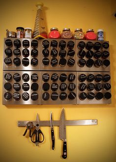 I would love to have a spice rack this full and organized!