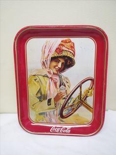 Coca-cola -tarjotin, käytön jälkiä näkyy, ei lommoja 33 x 27 cm.MYYTY.