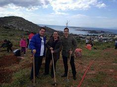 """Στη δενδροφύτευση στο Πευκωτο. Κάνουμε πράξη την """"πράσινη πόλη"""" σε κάθε γωνια. Με συμμάχους όλους εσάς θα φτιάξουμε την ομορφότερη πόλη της Ελλάδας"""