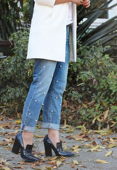 The momentI saw Tu Es Mon Tresor's pearl embellished boyfriend jeans, I knew they were a do-it-yourself must. Three dimensional polka dots?! And precious pearls paired with ruggeddenim?! Opposites definitely attract in this match made in heaven . . .