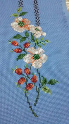 This Pin was discovered by Nur Cross Stitch Cards, Cross Stitch Rose, Cross Stitch Flowers, Cross Stitching, Cross Stitch Embroidery, Hand Embroidery, Flower Embroidery Designs, Flower Patterns, Cross Stitch Designs