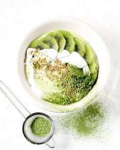 Green with envy? Or green with goodness?! Matcha and kiwi smoothie bowls, sweetened with Soulful's delicious Kiwi Honey #soulfulsmoothies