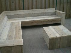 Fire up your can-do attitude with these DIY garden wood projects! Woodworking seems like a difficult challenge, but check out Diy Pallet Projects, Outdoor Projects, Wood Projects, Pallet Ideas, Garden Seating, Outdoor Seating, Outdoor Decor, Outdoor Sofa, Pallet Furniture
