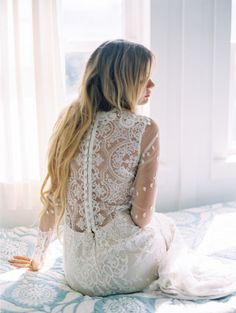 Long-sleeve lace: http://www.stylemepretty.com/destination-weddings/2014/10/17/vibrant-hawaiian-plantation-wedding-inspiration/ | Photography: Wendy Laurel - http://www.wendylaurel.com/