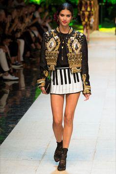 Sfilata Dolce   Gabbana Milano - Collezioni Primavera Estate 2017 - Vogue  Moda Alta Sartoria db81d3516d2