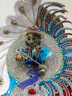 Radha Krishna Love Quotes, Lord Krishna Images, Radha Krishna Pictures, Jai Shree Krishna, Krishna Radha, Pokemon Realistic, Radha Kishan, Laddu Gopal Dresses, Pichwai Paintings